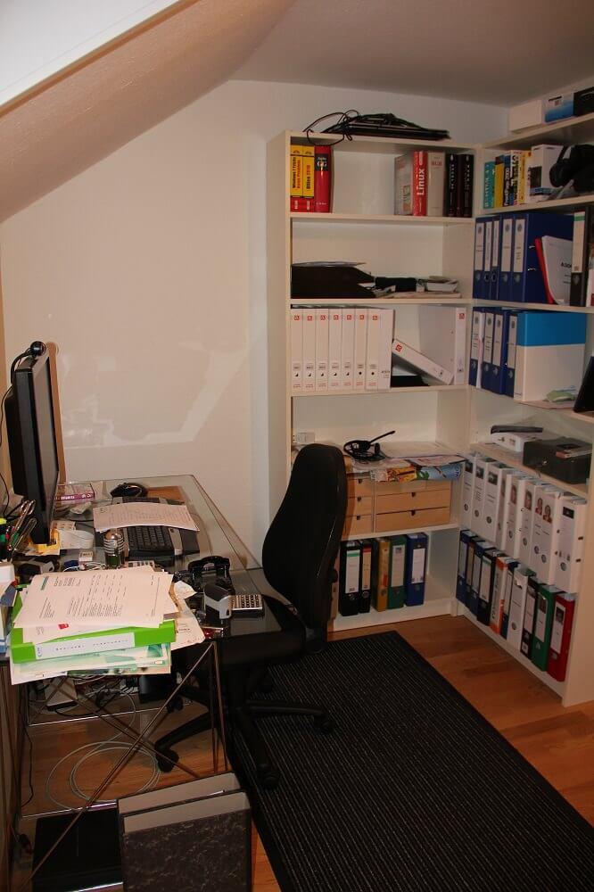 Kleiner Schreibtisch - teilweise Stapel etc. - es hat mich genervt!